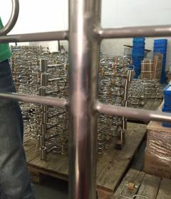 Stacked manifolds for shipping